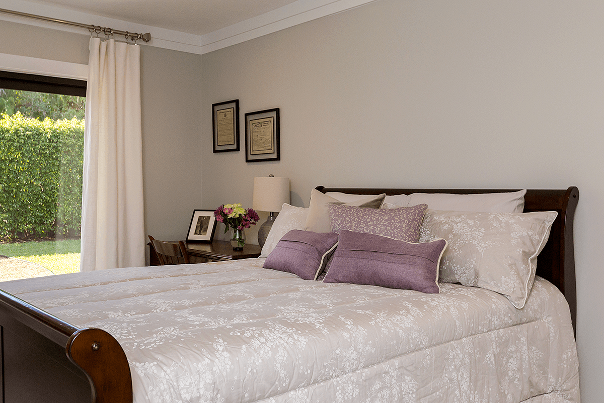 guest bedroom with traditional bedding