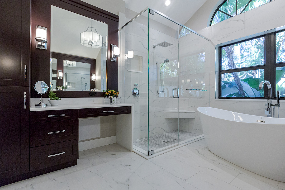 glass surround for stand-in shower and modern bath tub