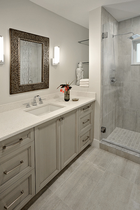Transitional style guest bathroom with peaceful nuetrals